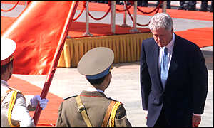 bow_clinton_vietnam