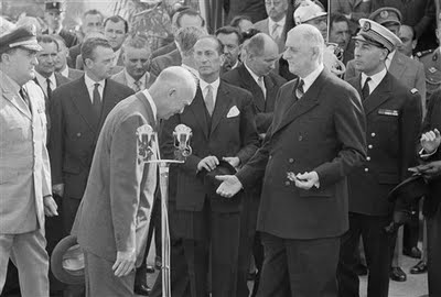 bow_eisenhower_france
