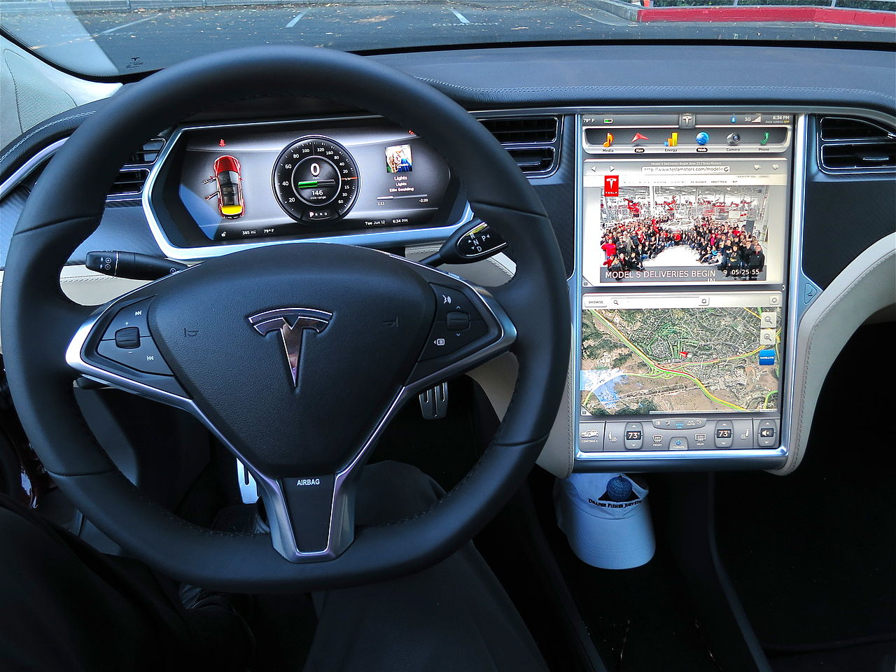 1280px-Tesla_Model_S_digital_panels